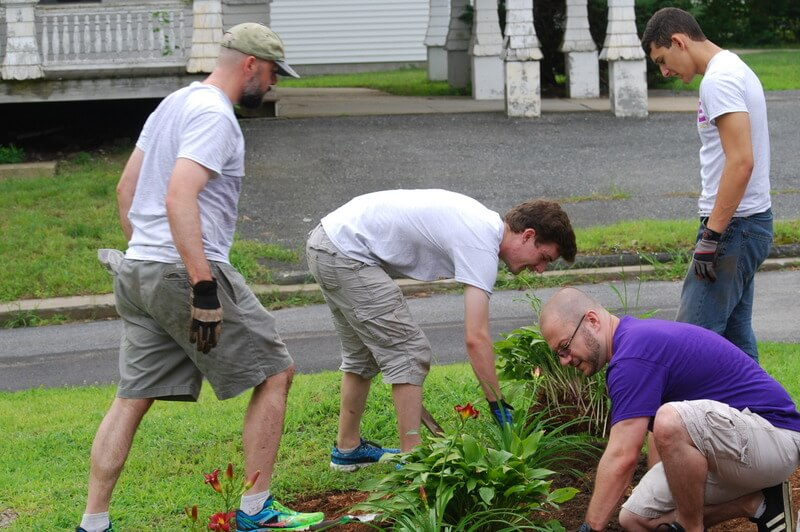Volunteers garden at a Thrive residence
