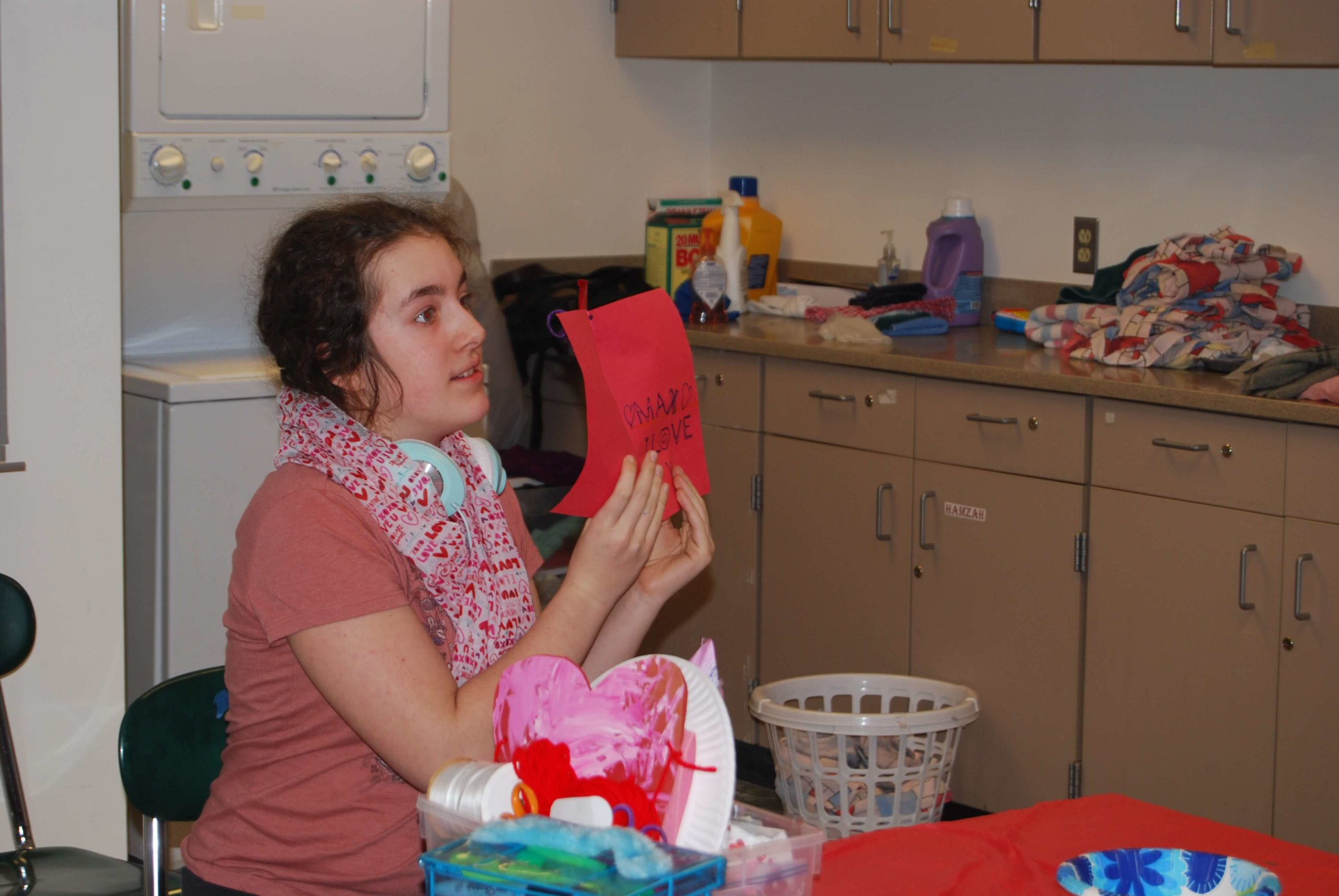 Thrive participants making Valentine cards
