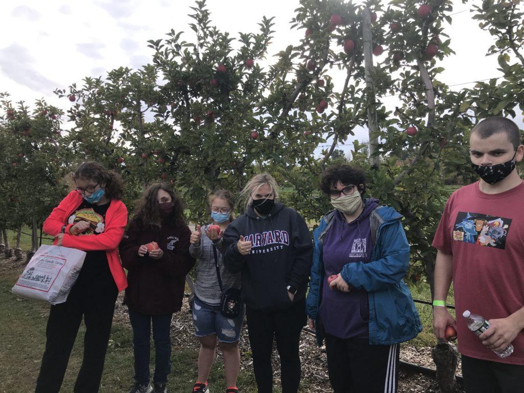 Thrivers apple picking
